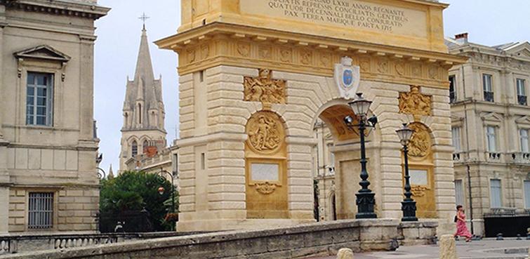 Façade imitation pierre et décoration de mur imitation pierre à Montpellier